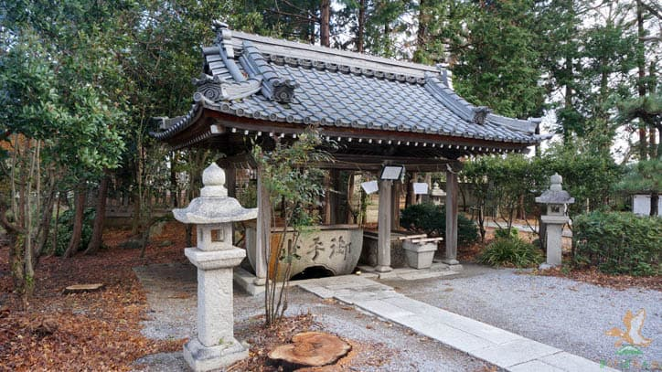 筑摩神社の手水舎